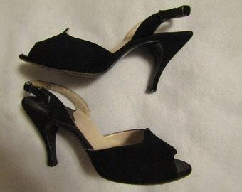 12cccd8b4921e0 1950 s Ladies BLACK Suede Peep Toe Sling-Back HEELS---No Label Maker
