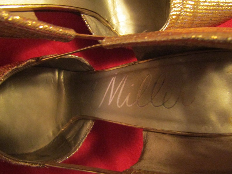 Magnin /& Co---Size 6 AA 1950/'s1960/'s Ladies GOLD La.me Pointy Toe PUMPS by J.Miller Shoes For I