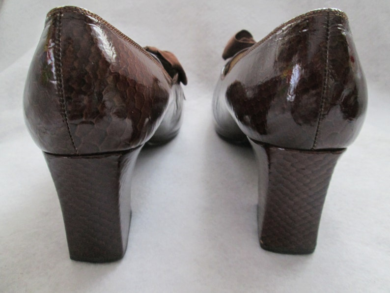 1960/'s Ladies Tiny Dark BROWN Laced Front Patent Chunk Hill Handmade SHOE by Nancy