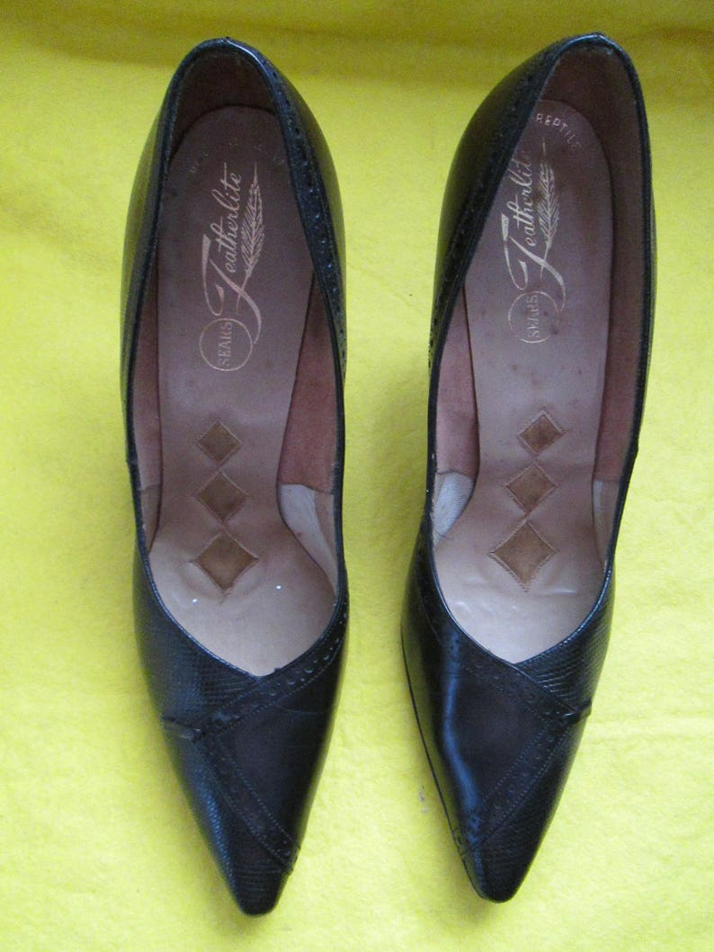 7b00475a86560 1960's Ladies Black Leather PUMPS by Sears FEATHERLITE Size 7 1/2