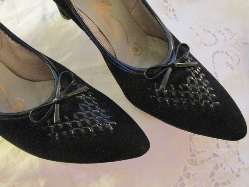 472ce9ae92a81 1950's SELBY Black Suede Pumps