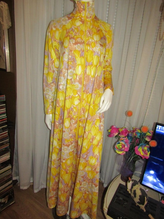 1960's Ladies Floor Length FLORAL LOUNGER By Bill