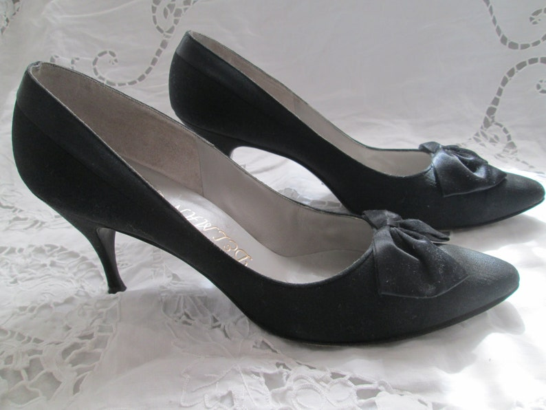 75fff089e260b 1960's Ladies Black Sateen PUMPS With Bow by DELMAN Paris/New York/London 8  1/2AA