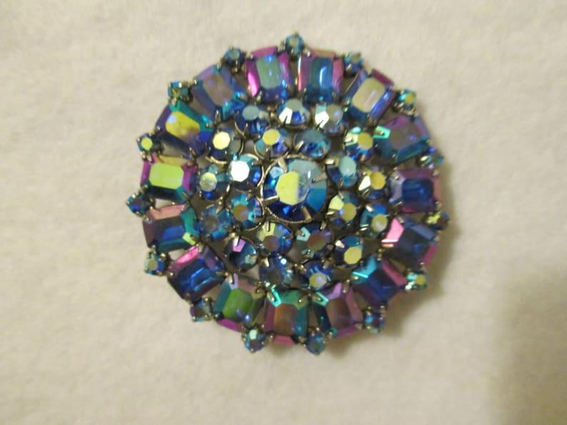 Vintage Round BLUE Iridescent Glass Stone BROOCH
