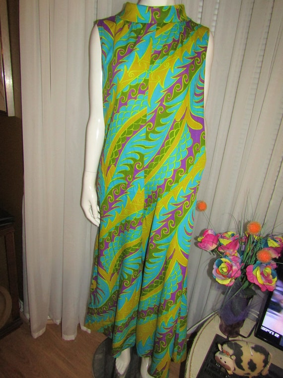 1960's Ladies Sleeveless Colorful EXOTIC Print Pan