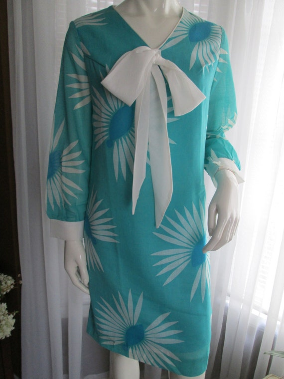 1960s Ladies Poly/Cotton Teal And White Long Sleev