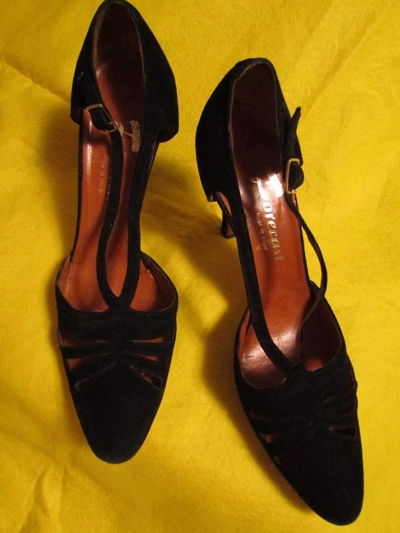 da1f0503b0daf 1970's ladies Black SUEDE Side Out PUMPS by Forecast of Spain