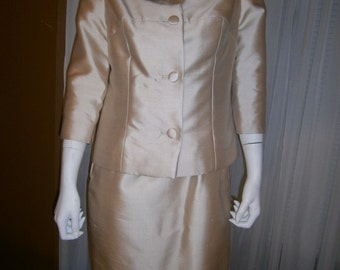 1960's No Label Women's Tan Colored Shantung Silk Suit With Mink Collar