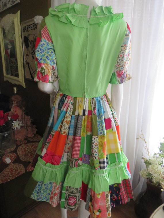 1960s' Colorful PATCHWORK Gathered DRESS----No La… - image 5