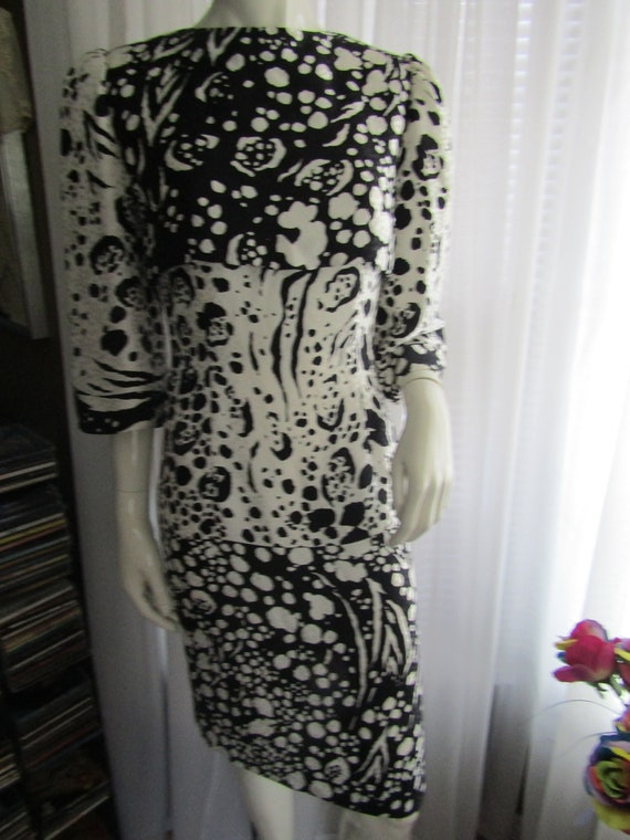 1980's Black And White Abstract Print Silk DRESS B