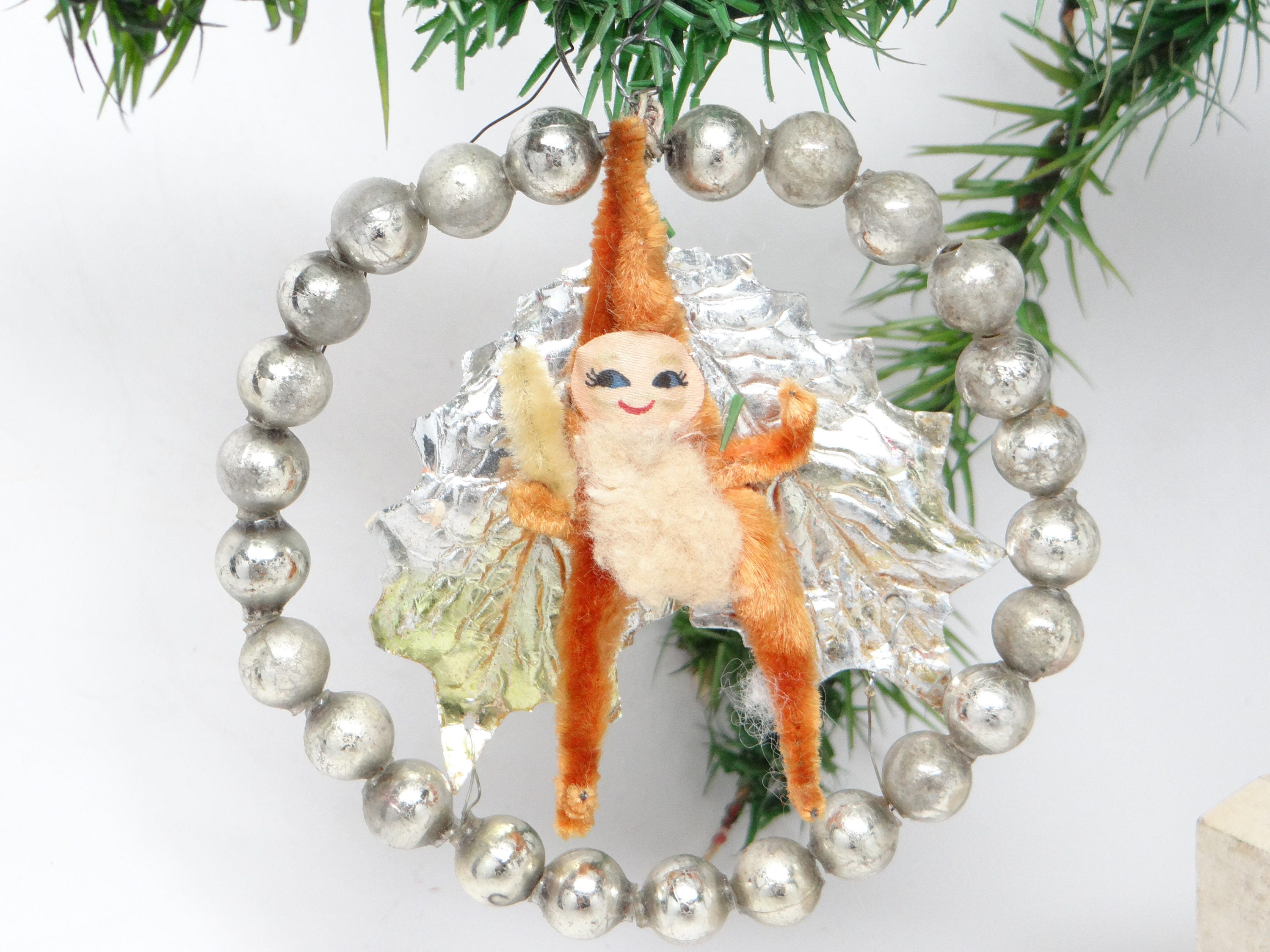zoom Vintage Santa in Beaded Christmas Wreath