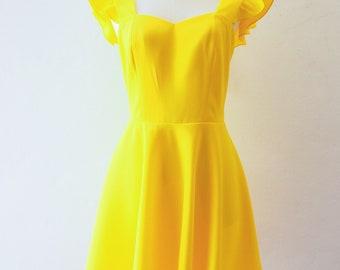 NWT YELLOW DAISY PRINT SUMMER MINI DRESS SIZES 8//10//12//14 AVAILABLE