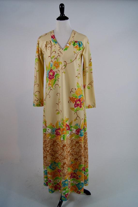 Vintage 1970s Floral Long Sleeved V-Neck Maxi dres