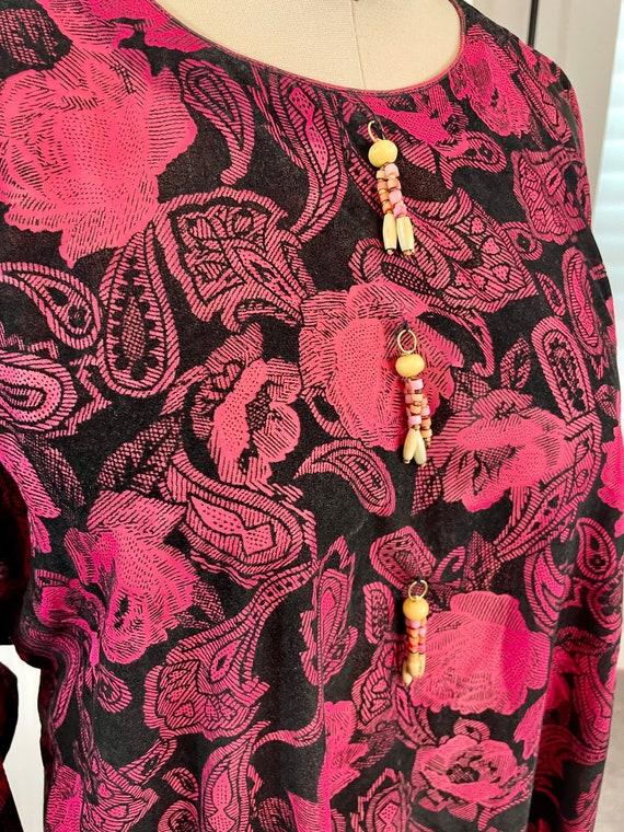 Vintage 1970s Flocked Burnout Pink and Black Caft… - image 3