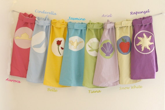 Princesse Super Hero Cape : Cendrillon, Aurore, Rapunzel, Tiana, blanche-neige, Belle, Jasmine, Ariel, choisissez votre propre personnage