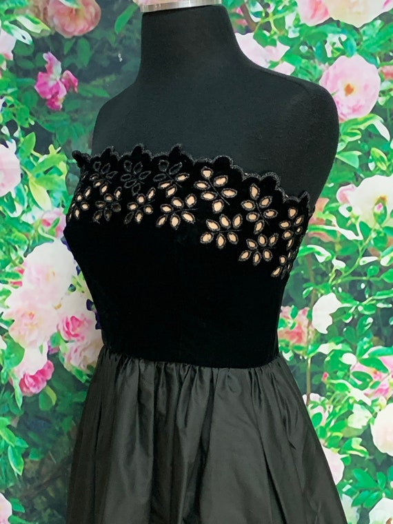 80s Harry Acton Black Velvet Strapless Dress Cuto… - image 4