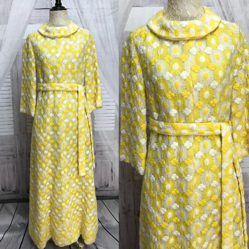 2d84e06118b7 60s Elizabeth Arden Robe Yellow White Embroidered Lounge Dress