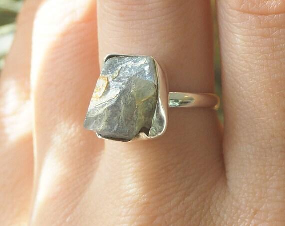 RUSTIC SALE RING - Labradorite Sterling silver 925 ring - Natural Raw Gemstone - Rough Crystal - Glowing iridescent Gem - Crystal Stack ring