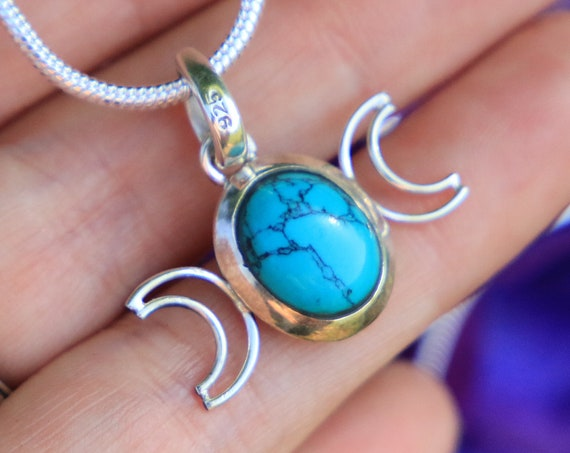 TRIPLE MOON NECKLACE - Turquoise - Moon Jewellery - Star sign - Gemstone - Horoscope - Crescent Moon - Crystal Moon Necklace - Moon Goddess