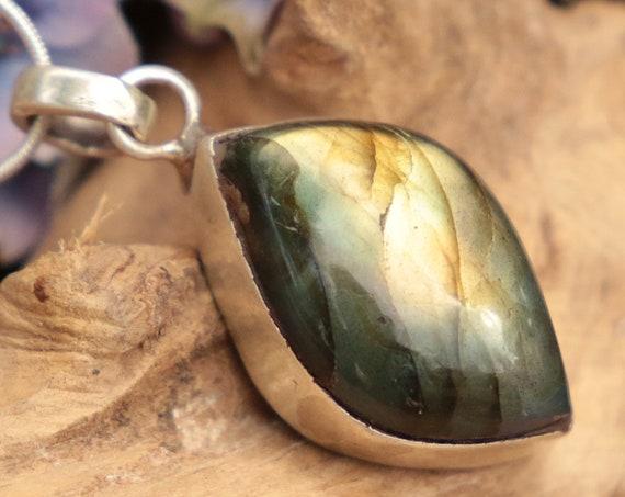 RARE LABRADORITE NECKLACE - 925 Sterling Silver Necklace - Rare Shape - Crystal Necklace - Gemstone - Throat Chakra - Bespoke - Reiki - Gift