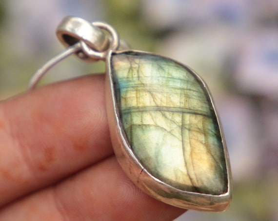 GLOWING LABRADORITE NECKLACE - 925 Sterling Silver Necklace - Rare Shape - Crystal Necklace - Gemstone - Throat Chakra - Bespoke - Gift