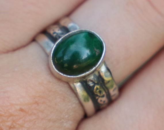 MAGIC MALACHITE RING - Adjustable - Thin 925 Silver - Hammered Ring - Statement ring - Crystal - Chakra - Vintage style - Tribal - Unisex