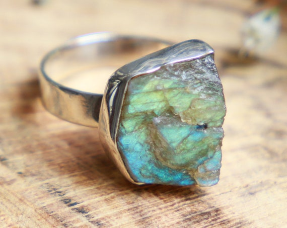 RAW LABRADORITE RING - Sterling silver 925 ring - Natural Crystal - Rough Gemstone - Raw Crystal - Glowing iridescent Gem - Rare Moonstone