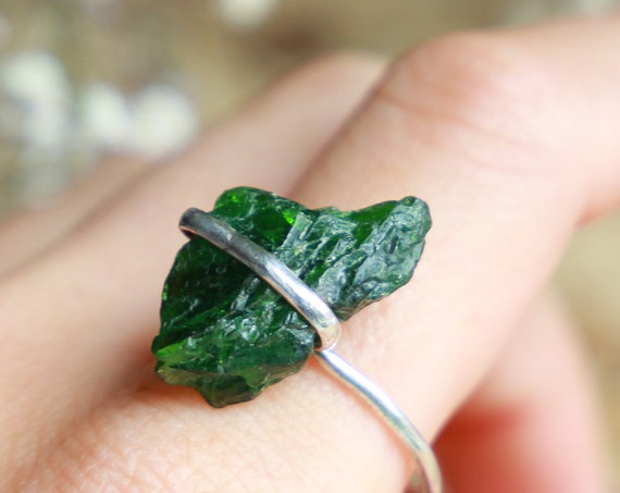 RAW CRYSTAL RING - Deep Green Sterling silver Ring - 925 - Unpolished Seaglass - Ocean Friendly - Ethically sourced - Rustic Gemstone Unisex