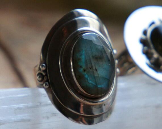 LABRADORITE SHIELD RING - Rare Facet - 925 Sterling Silver - Healing Crystal - Gemstone - Gift - Glowing Ring - Vintage style - Handmade