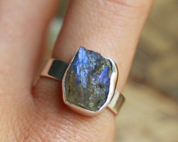 GLOWING LABRADORITE RING - Sterling silver - 925 - Raw Rough Crystal - Unpolished Natural Gemstone - Rare Galaxy Jewellery - Cosmic Star
