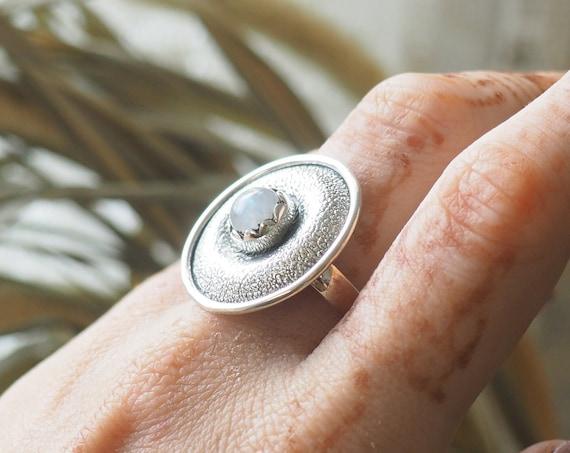 MOONSTONE SHIELD RING - Rustic Textured Ring - 925 Sterling Silver - Iridescent Crystal - Glowing Gem - Vintage look - Adjustable - Organic