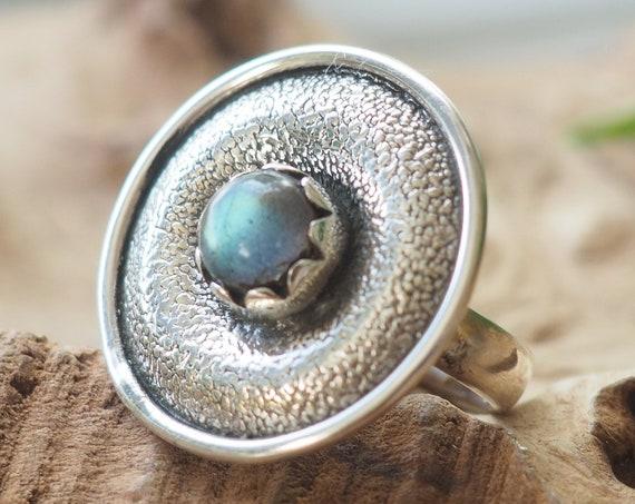 LABRADORITE SHIELD RING - Textured Ring - 925 Sterling Silver - Healing Crystal - Rustic - Glowing Gem - Vintage style - Adjustable Ring