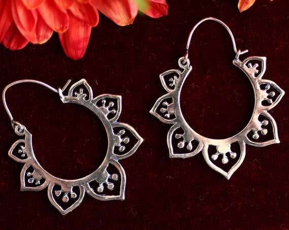 SILVER FLOWER EARRINGS - Indian Style - Ethnic jewelry - Tribal - Vintage - Sacred Geometry - Lotus Flower of life - Hippie Christmas Gift
