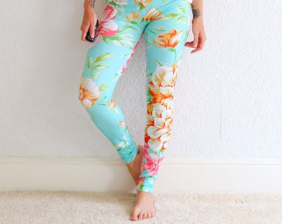 BOTANICAL FLOWER LEGGINGS - Floral Print Active wear - Tropical Yoga leggings - Fitness - Workout - Gym - Casual - Bride to be - Summer Yogi
