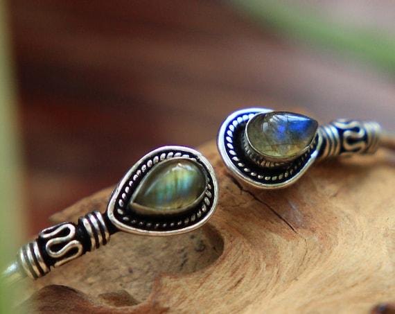 LABRADORITE CRYSTAL BANGLE  - Silver Plated Bracelet - Healing Crystal - Chakra - Charm bracelet - Boho - Vintage Style - Oxidised - Moon