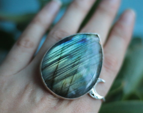 MEGA LABRADORITE RING - Xl Crystal Ring - Adjustable - Sterling Silver - Healing Crystal - Statement Ring - Gemstone - Rainbow - Iridescent