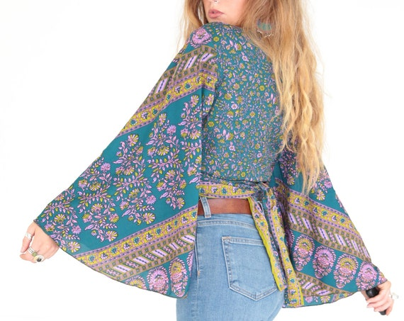 STEVIE NICKS TOP - Bell sleeve top - Crop Top - Vintage Style - Hippie Top - Retro 70s 60'S - Recycled Silk Kimono - Cape - Shawl - Paisley