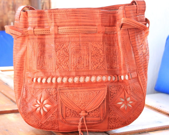 RARE VINTAGE HANDBAG - Leather Shoulder bag -  Hand tooled bucket bag - Bohemian Stamped Leather Bag - Vintage Hippie bag - Large Orange Bag