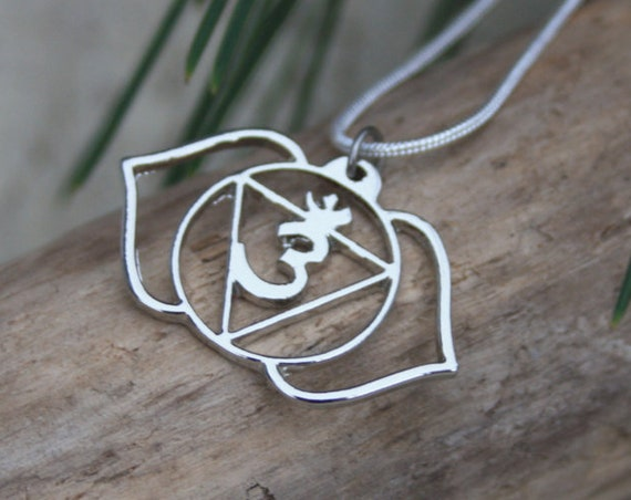 THIRD EYE CHAKRA - Om Necklace - Flower - Chakra symbols - Yoga - Spirituality - Crystals - Reiki Necklace - Third eye Necklace - Englighten