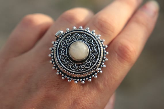 MOONSTONE LOCKET RING - Pill Box Ring - Silver plated - Crystal Ring - Stash box Ring - Festival - Perfume Ring - Sale - Embossed - Vintage