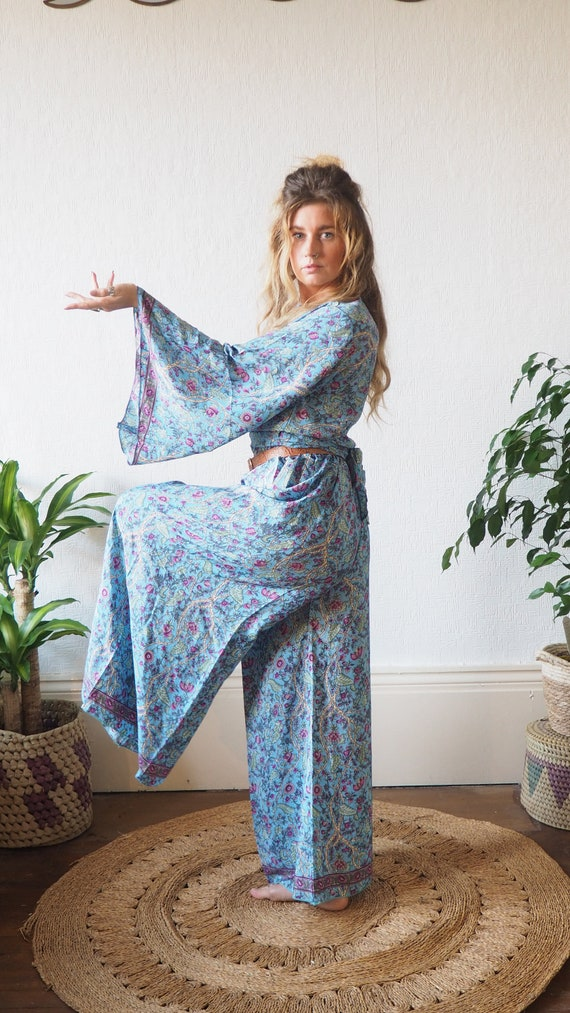 70'S VINTAGE SET - 2 Piece Silk set - Bell sleeve & Trousers - Jumpsuit Style - Flares - Wide leg - Lounge wear - 60's pant set - Folk Style