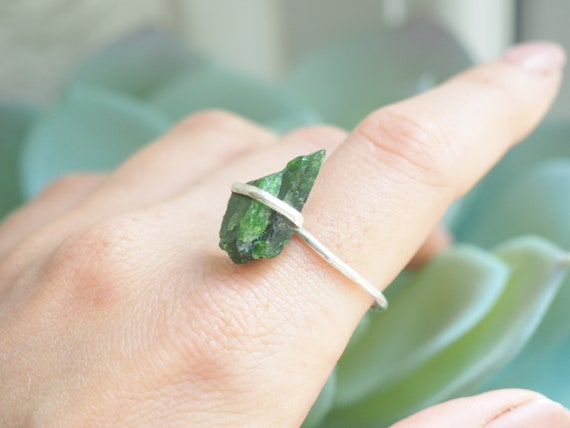 GREEN TOURMALINE RING - Crystal Chip Ring - Sterling silver 925 - Unpolished - Rustic Gemstone - Organic - Natural Crystal - Bespoke Ring R