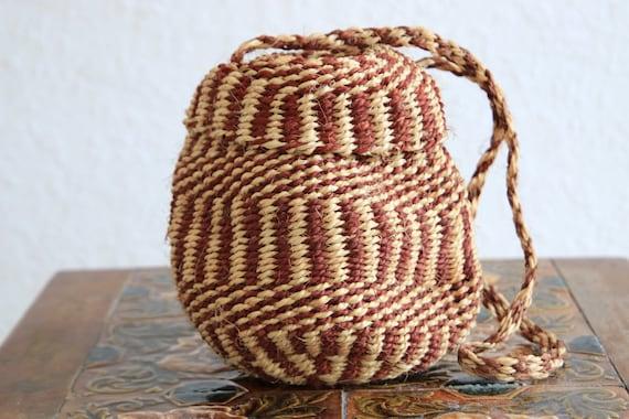 RATTAN BUCKET BAG - Ethnic bag - Vintage Summer handbag - Rattan Straw bag - Handwoven Purse - Embroidered Shoulder Bag - 70's - Festival
