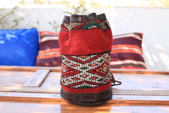 VINTAGE CARPET BAG - Bucket Bag - Ethnic Rug - Bohemian - Duffle - Vintage Shoulder bag - Satchel - Unique Bag - Tribal - Kilim Carpet