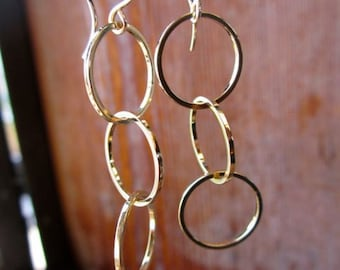 Three perfect gold circles dangle from gold earring 24001