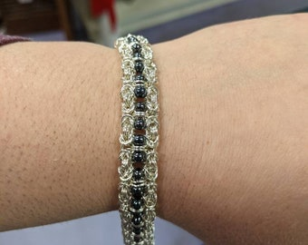 Chainmaille Bracelet - Double Banded Byzantine with Glass Bead Accent
