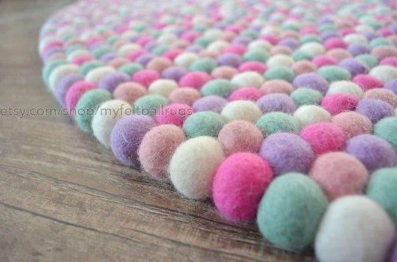 baby rosa gemischt farbe filz kugel teppich handgefertigte etsy. Black Bedroom Furniture Sets. Home Design Ideas