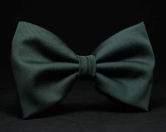 Dark green wedding bow tie, Solid forest green tie, Emerald deep green accessory, Gift for him