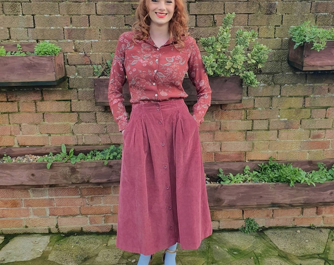 Vintage 1970s 70s Cloth kits Berry Pink Corduroy High Waisted  Buckle Back Knee Length Skirt with Pockets  26 Waist UK 8 S