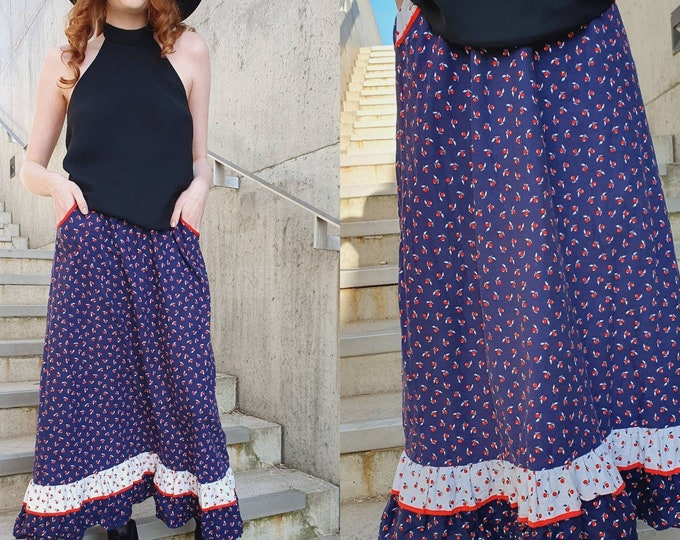 Pretty Vintage VTG 1970's 70s Blue Red White Cotton Prairie Folk Cottagecore A-line Midi Skirt Novelty Apple Print UK Size 10/12  M Pockets